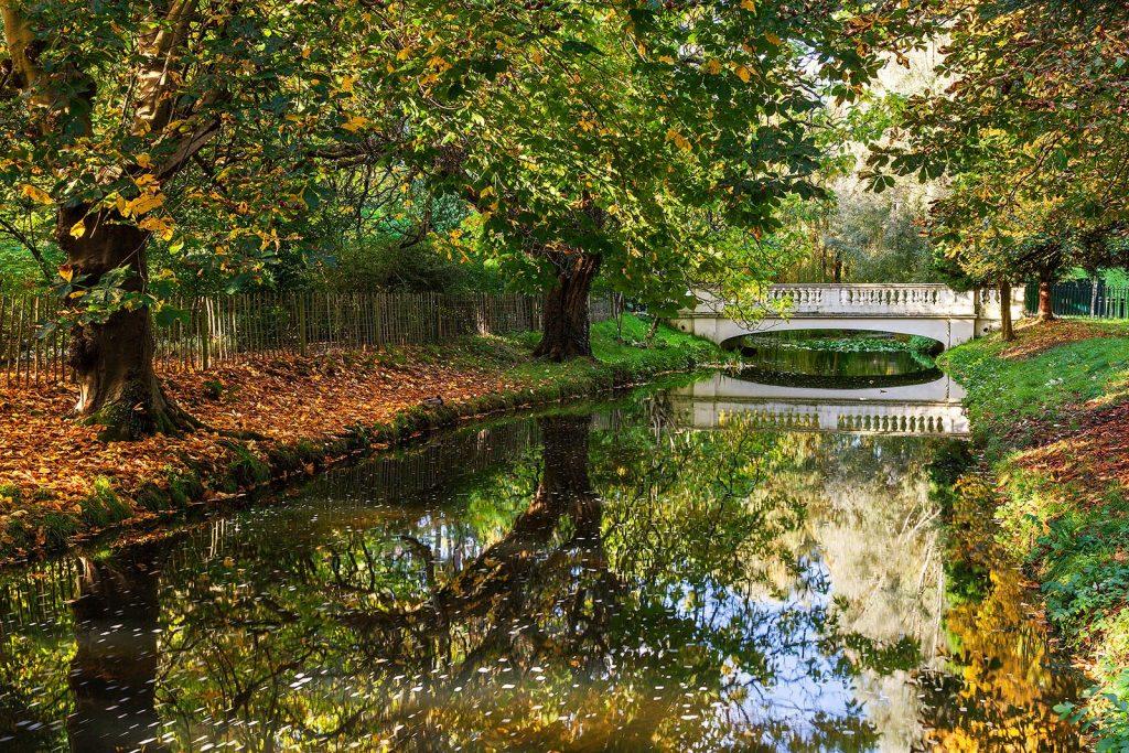Abridge over the stream at Roath Park lake